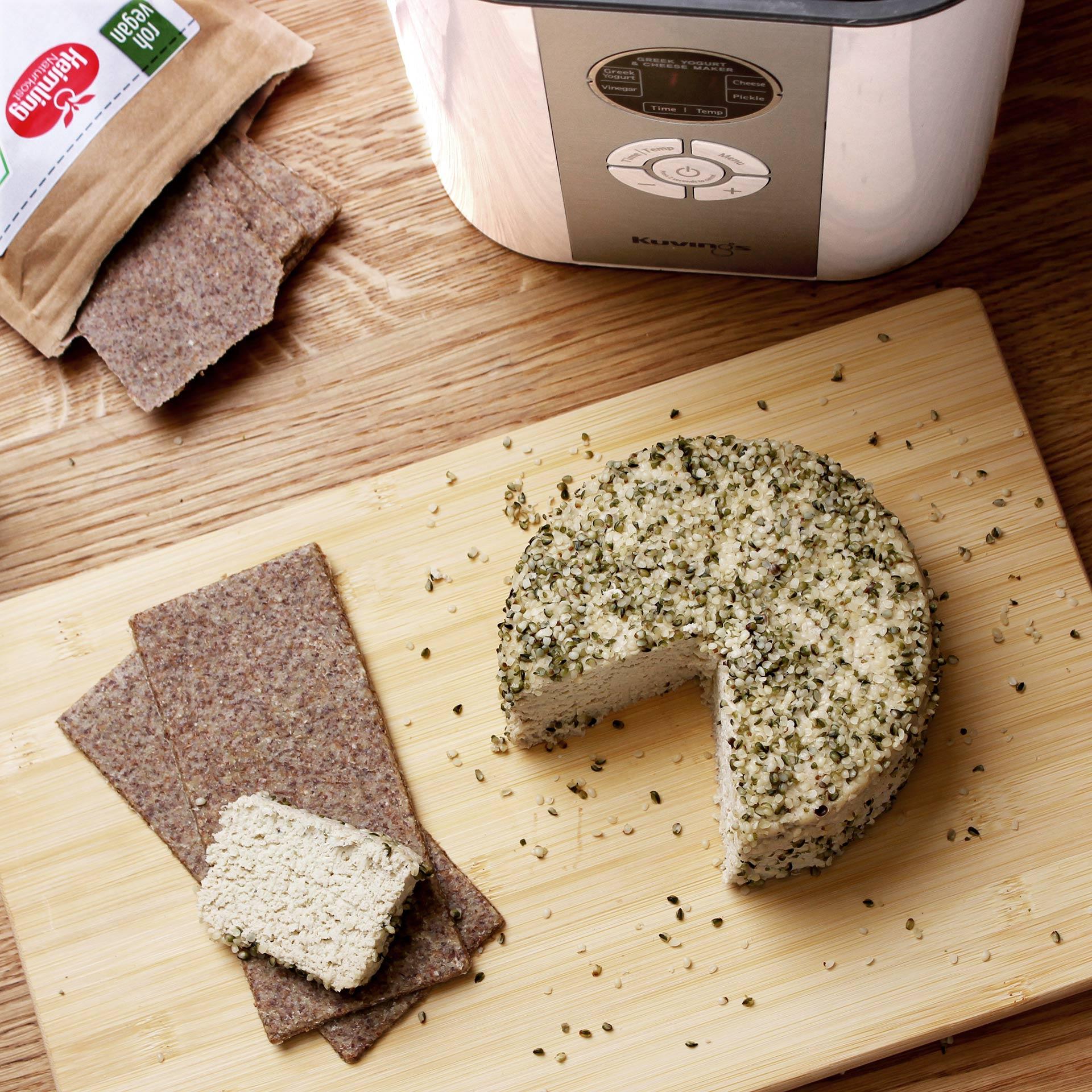 Kuvings Smart Fermenter mit fermentiertem pflanzlichen Käse  aus Vogelperspektive