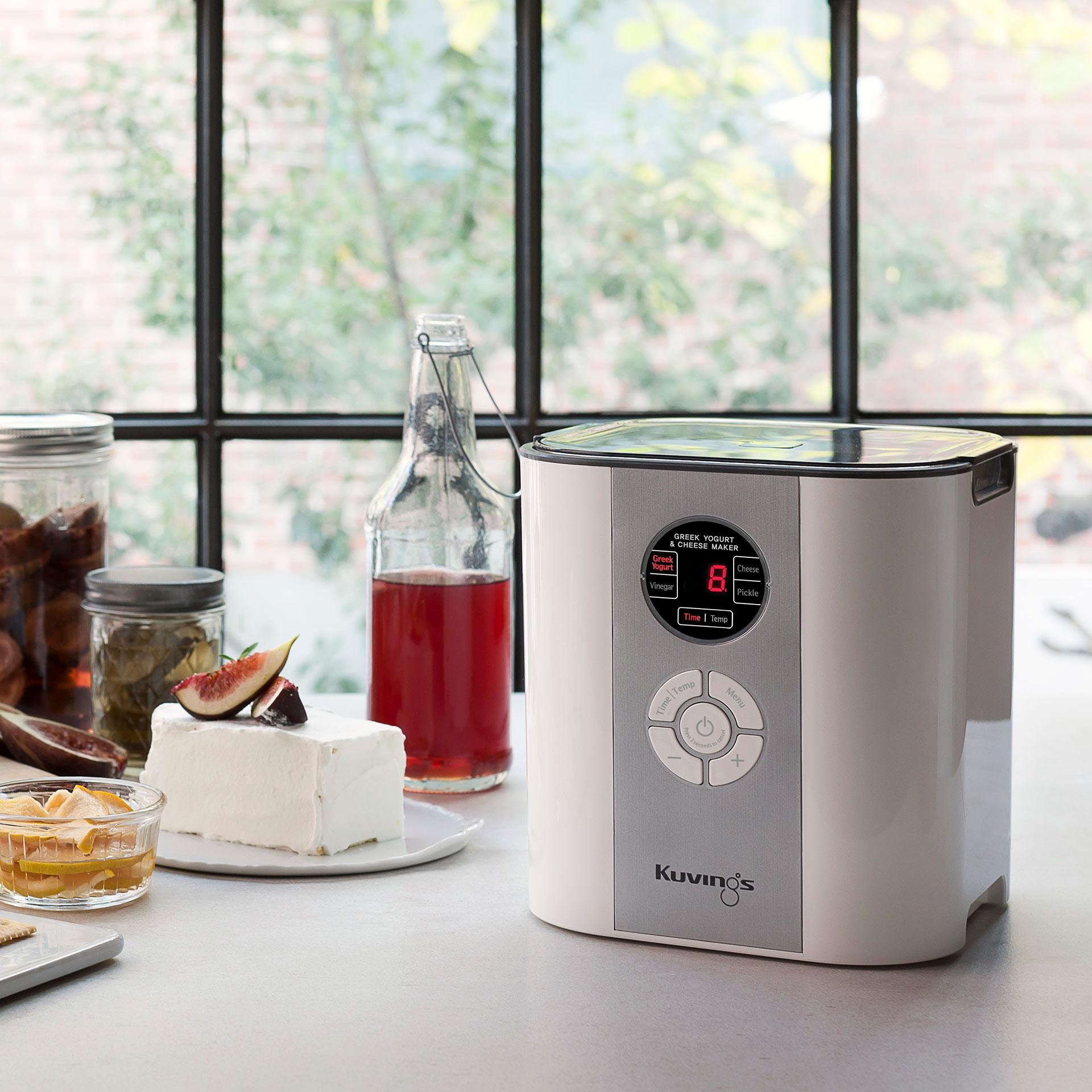 Smart Fermenter auf der Küchentheke: handliches Gerät in moderner Optik